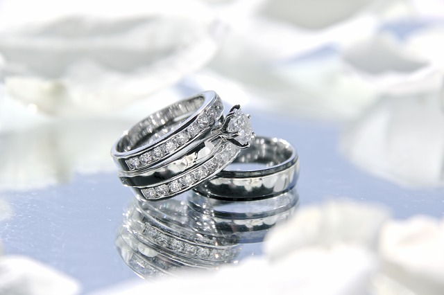 snubní prsteny s diamanty