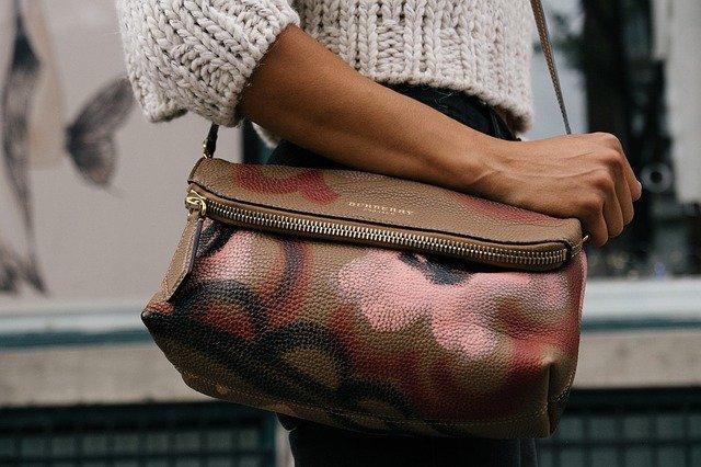 pomalovaná kabelka