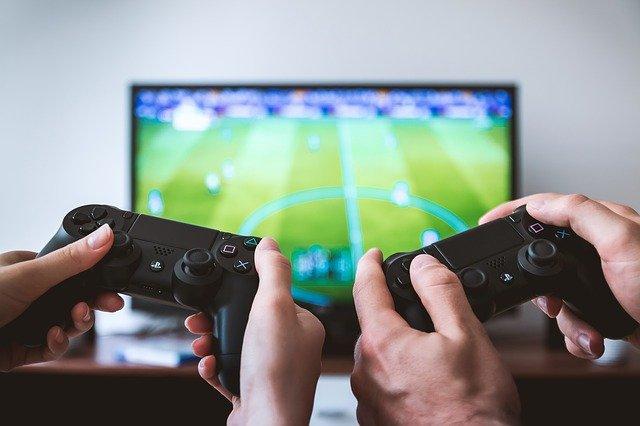 hraní fotbalu na tv
