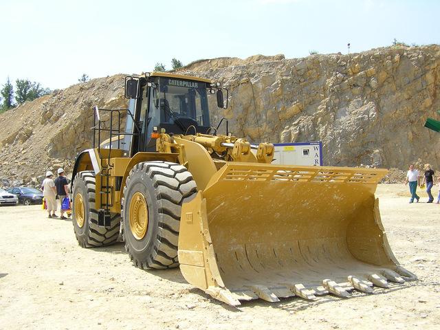 odstavený buldozer