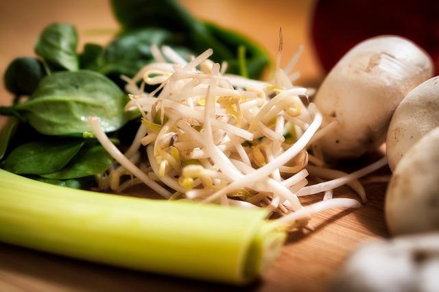 zelenina spolu s čerstvými klíčky