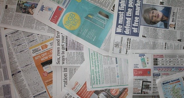 výtisky novin